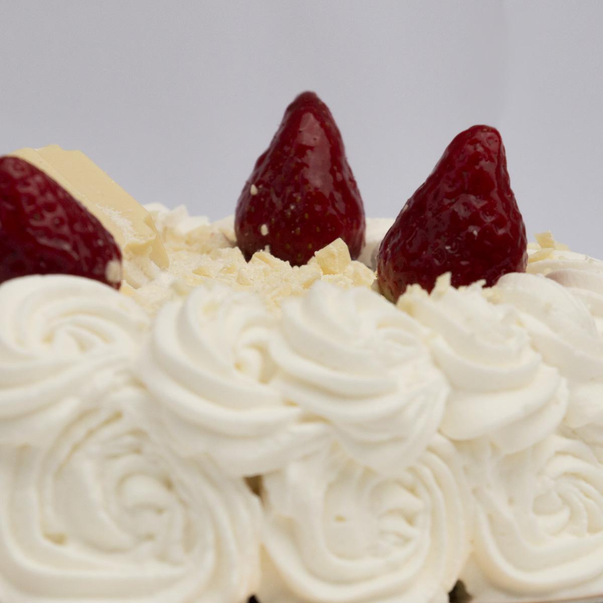 White Chocolate & Strawberry Cake